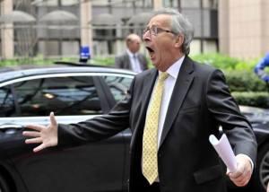 Ο Ζαν-Κλωντ, τη στιγμή που συναντά μια άγνωστη φάτσα -πιθανόν ληστή- στον περίβολο του κτιρίου του Συμβουλίου της ΕΕ