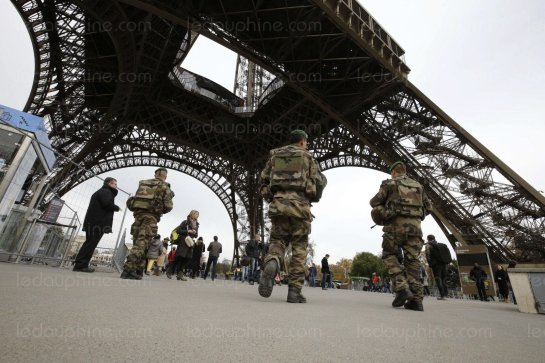 le-ministre-de-l-interieur-bernard-cazeneuve-a-detaille-ce-samedi-le-dispositif-de-securite-mis-en-place-a-la-suite-des-attentats-qui-ont-fait-au-moins-128-a-paris-photo-afp-1447515751